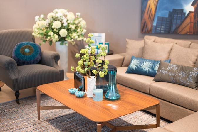 trang trí hoa tươi phòng khách