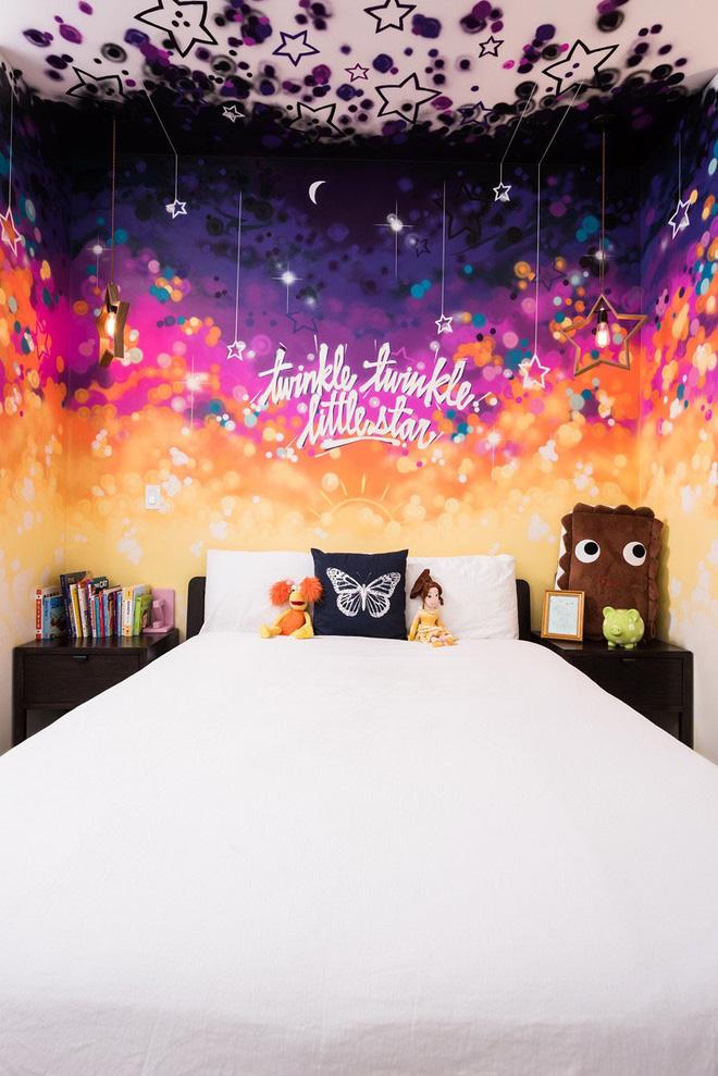 dùng tranh nghệ thuật trang trí đầu giường
